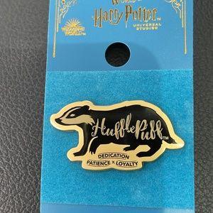 Universal Harry Potter Hufflepuff Wordcraft Pin